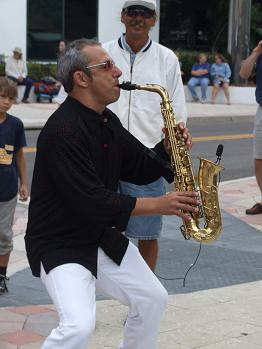 Alan Darcy performs at the Jazz N Art Walk - Photo by Angela LeMay