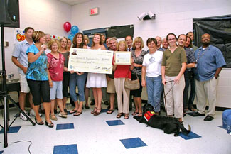 The Edgewater Drive Neighborhood with their $5,00 Grand Prize – Photo by Betsy Clement