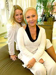 Angela Gioffrè (right) with a happy client (left)